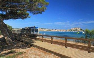 vi_promenade_train_plage_calvi