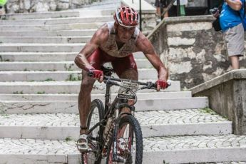 Conrad-Stoltz-XTERRA-Italy-Abruzzo-bike-course-down-stairs-Specialized-Epic